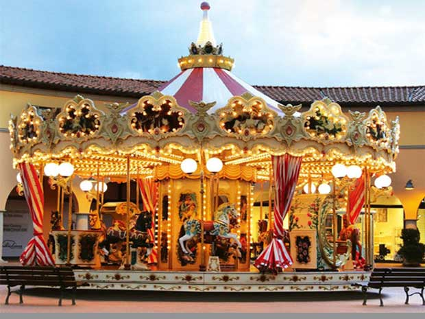 Is A Christmas Carousel A Good Choice For An Amusement Park?
