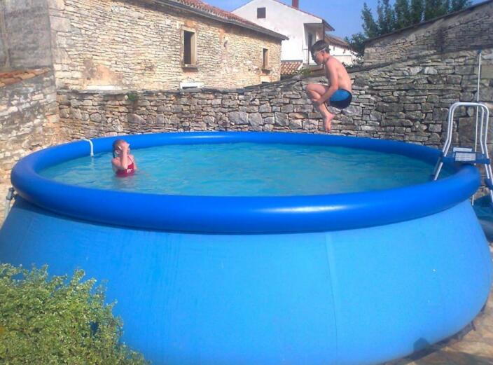 How Do You Pick Out A Good Inflatable Pool With Slides?