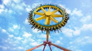 Riding THe Pendulum Thrill Ride And Giant Frisbee Ride
