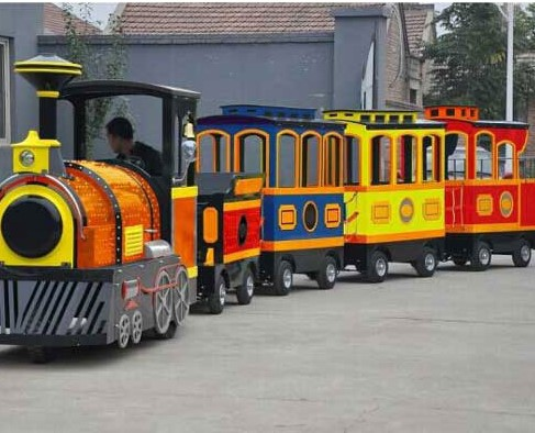 Make Your Backyard A Wonderland Place With Backyard Train Rides