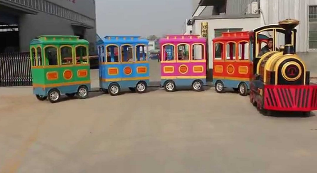 Factors To Consider With Trackless Train Manufacturers
