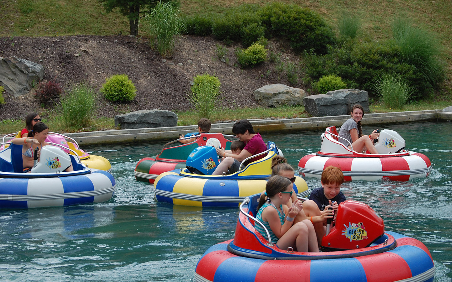 Why You Need Motorized Bumper Boats For Your Theme Park